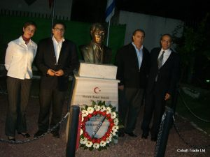 Atatürk Anıtı ve Eyal Peretz Cobalt Ticaret Genel Müdürü