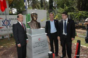 Türkiye Büyükelçi Namik Tan ve Yehud Belediye başkanı Yosi Ben-David ve Eyal Peretz Cobalt Ticaret Genel Müdürü